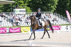 Cecilia Bergåkra, tävlandes för Hudiksvalls Rid- Ponnyklubb, klar för SM-final i dressyr för juniorer.
