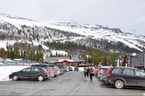 Detta är platsen för det bilfria centrum som hållbarhetsrapporten talar om. I dag en parkering. Arkivbild: Elisabet Rydell-Jansson