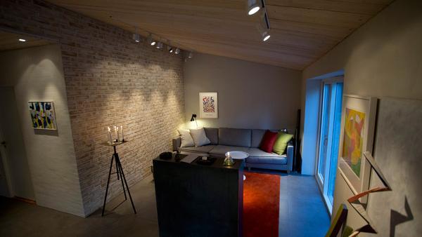 Att ljussätta sitt hem handlar om att skapa en slags trygg och ombonad känsla i rummet.