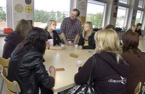 Första lektionen efter sommarlovet fick eleverna på Gärdesskolan berätta om sommarlovet och mentor Torbjörn Alsing passade på att prata med eleverna.