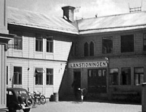 1935 beslutar tidningen styrelse att köpa en tomt längs Rådhusgatan för att bygga et nytt tidningshus. De gamla lokalerna på Storgatan 11 är för må och omoderna.