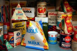 Mjölk, grädde, Festis och spenat förpackades i tetran. Den första kom 1952.– Jag har själv nasarblod i ådrorna, min morfar var lanthandlare i Grundsjö utanför  Hoting, säger irene Fregelin som har en välsorterad bod.