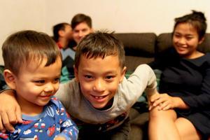 Från vänster: Minsta lillebror Markus med sin största storebror Lukas.