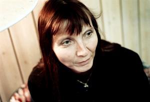 Emma-Lena Wennerberg vid Brottsofferjouren i Gävle säger att det är svårt att straffa skyldiga till nätbrott eftersom det är knepigt att bevisa vem som satt vid datorn.