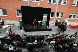 Centerkvinnornas 75-årsjubileum firades i Vinterträdgården på Folkets hus i Östersund. Elin Ek var en av de föreläsare som bjudits in.  Foto: Lars-Eje Lyrefelt