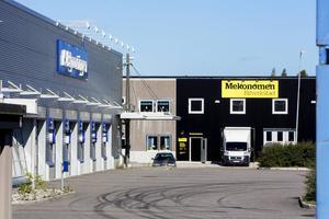 Goda grannar, Bilprovningen och den nya bilverkstaden.