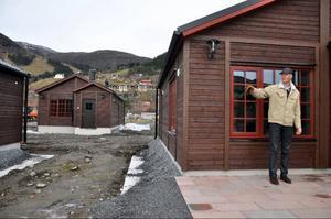 20 drömstugor byggs i den första etappen. Totalt ska det rymmas 56. Mats Svensson visar hur de är byggda för att alla ska få maximal utsikt och inte behöva se in till grannen.