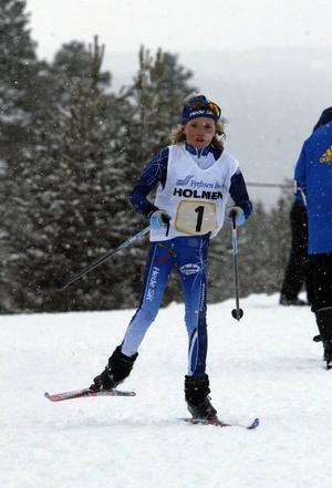 Moa Larsson, Hede, har varit framgångsrik i skidskytte under hela vintern. Även i helgen blev det en seger för hedetjejen.