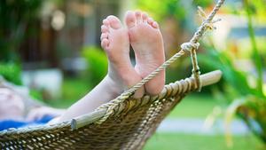 Ta igen dig i en skön hängmatta som vaggar dig till total avslappning.