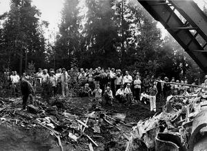10 000 nyfikna sökte sig till olycksplatsen för tågkollisionen 1972.