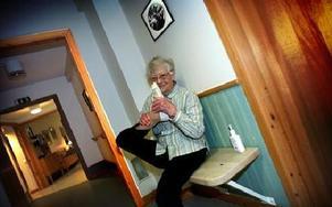 Inga-Lisa Leck, 93, piggast och vigast, trivs på Björkhagens äldreboende.