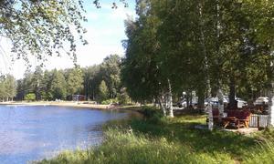 Kiosken finns i anslutning till badplatsen i Skogsand.