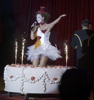 Cirkus Maximun har en artist med. Inte helt nödvändigt, tycker jag. Hellre fler cirkusnummer än musikalnummer.