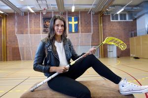 På plats på plan. Veckans 20-åring Mathilda By är center i Rönnby Tigers damlag i innebandy. Hemmamatcherna spelas i Kristiansborgshallen, där Mathilda även tränar flera gånger i veckan med laget.