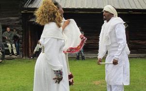 Dansarna från Eritrea visar upp sig. Foto: Privat