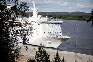 Ocean Gala är med sina 40 170 ton och en längd på 185 meter ett av de allra största fartyg som har lagt till i Utansjö hamn.