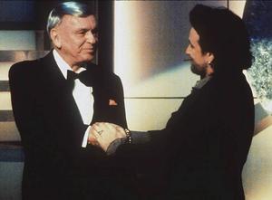 1993 sjöng Sinatra duetter med bland andra Bono från U2, I´ve got you under my skin.