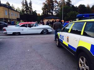 Polisen var på plats, men de hade för ny bil för att kunna delta.