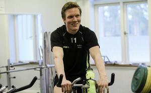 Daniel Berlin valde att cykla på fredagens träning och hämta kraft inför kvällens fjärde kvartsfinal mot Västerås.