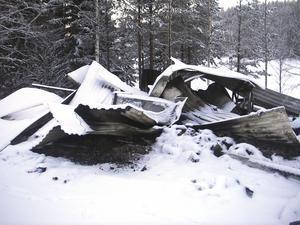 Bara ruiner återstår av fiskestugan i Djupsjön mellan Kovland och Holm.