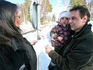Helena Möller och Patrik Nilsson får hjälp av dottern Celma med frågesporten.