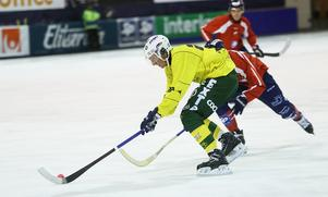 Artem Varlamov var i händelsernas centrum på Tingvalla med ett mål och två asiist – men också en krock som däckade unge Marcus Öhman.