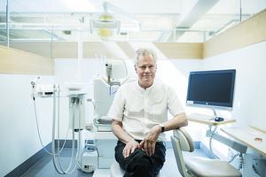 Professor Björn Klinge fotograferad på Institutet för Odontologi på Karolinska Institutet i Huddinge.