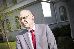 Svante Lönnbark, regiondirektör, har inte kommit hem från San Francisco ännu, så vi får vänta på svar.
