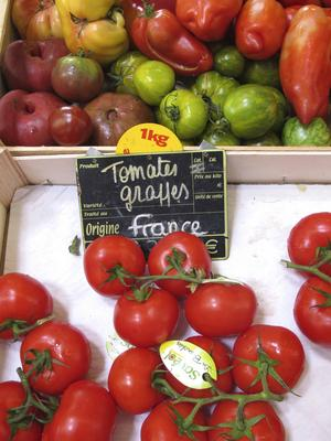 Tomatfrossa i saluhallen i Biarritz.   Foto: Annika Goldhammer