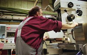 De flesta arbetsolyckorna i Jämtlands län sker inom tillverkningsindustrin, unga män råkar oftare ut för olyckor på arbetet, en av de vanliga orsakerna är förlorad kontroll eller påfrestande fysisk rörelse.Foto: Fredrik Persson/ Scanpix