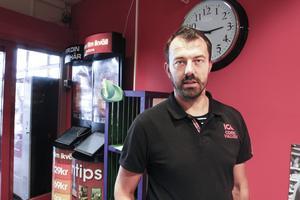 Butiksägaren Magnus Bardosen tycker att företagare ska vara med och ta ett socialt ansvar.