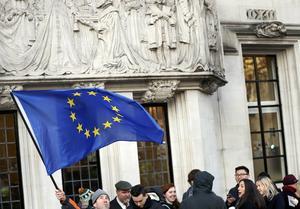 EU - en strävan efter samarbete som redan håller på att rämna? Kanske är humanistiska principer och industriellt samarbete en ny chans till fred i stället för konflikt.