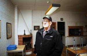 Sören Sundqvist säger att alla som bott i lägenheten på gården har upplevt övernaturliga saker. Han tror att det kan ha att göra med en son som inte fick överta faderns butik.