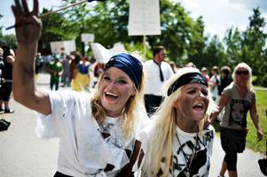 Barn- och fritidsprogrammets pirater var ett av 17 inslag i årets karnevalståg.