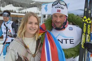 Marielle Åberghtml fick lägga kransen kring Petter Northugs hals.