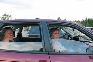 Eva Johansson-Carlen och Marie-Louise Fernstedt har varit på bilbingon flera tidigare år.
