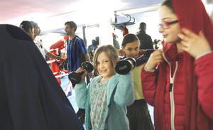 Källarlokalen där Gefle Legend Clubs nya kampsportslokal invigdes på lördagen fylldes direkt med boxning, spring och lek.