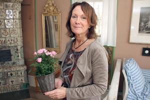 Chia Jonsson, chef för Carl Larssongården. tackar för stödet i krisen. Blommorna får placeringar i olika rum, så som Karin Larsson en gång inredde.