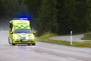 Länets ambulanspersonal kan komma att få jobba mer jourtid framöver.