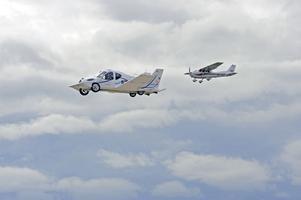 Amerikanska luftfartsverket har ändrat reglerna så att Transition är godkänt som ett lätt sportplan, trots att det väger lite för mycket. Två personer ryms, med lite bagage samt golfklubbor. Foto: Terrafugia