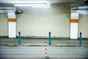 Parkeringshus är ofta övervakade.