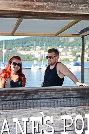 En hel dag tillägnad hårdrocken och en veranda för country. Emma och Kristian Elfvendahl som driver Jane Doe sätter musiken i centrum.