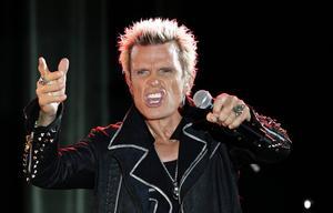 Billy Idol är tillbaka. I höst släpper 80-talsstjärnan ett nytt album, men först ska han på turné som bland annat stannar på Sweden Rock.   Foto: Ted S Warren/AP/TT