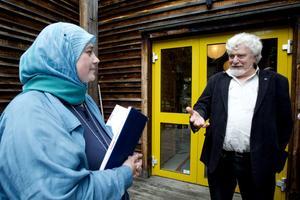 Hedesundavävarnas konstnärlige ledare Regina Mucwicki Mabrouk och stiftelsens ordförande Jan Fjellander hade mycket att berätta om Birger Forsbergs gärning.