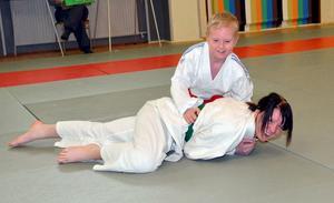 Att tävla i judo behöver inte vara så allvarligt. Här
