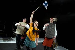 Skottes Musikteater spelar pjäsen om Kaino, ett av alla krigsbarn som kom till Sverige från Finland.