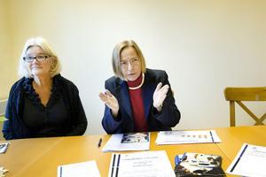 Agneta Forsberg och Karin Ahlgren föreslår att höja alla grundskole- och gymnasielärares löner med 10 000 kronor i månaden.