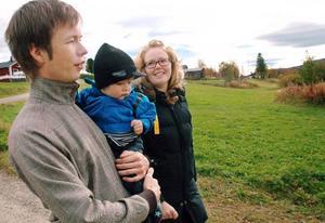 Peter Dahlbäck, Erika Kluge och deras son Sixten, 1 år, har bytt Stockholm mot Klövsjö. På torsdag tar Peter och Erika över arrendet av restaurangen på Klövsjö fjäll.