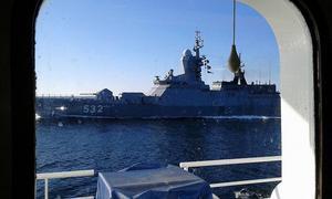 Ryska Östersjöflottan ska visa upp fem nya fartyg, här en bild från närgånget flottbesök hos forskningsfartyget Aranda.