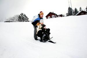 Mattias Joelsson, Anna-Karin Rydén och femårige Isak Joelsson var ett rejält, men inte så stabilt ekipage i Hemlingbybacken. Åken slutade allt som oftast med kraschlandningar.